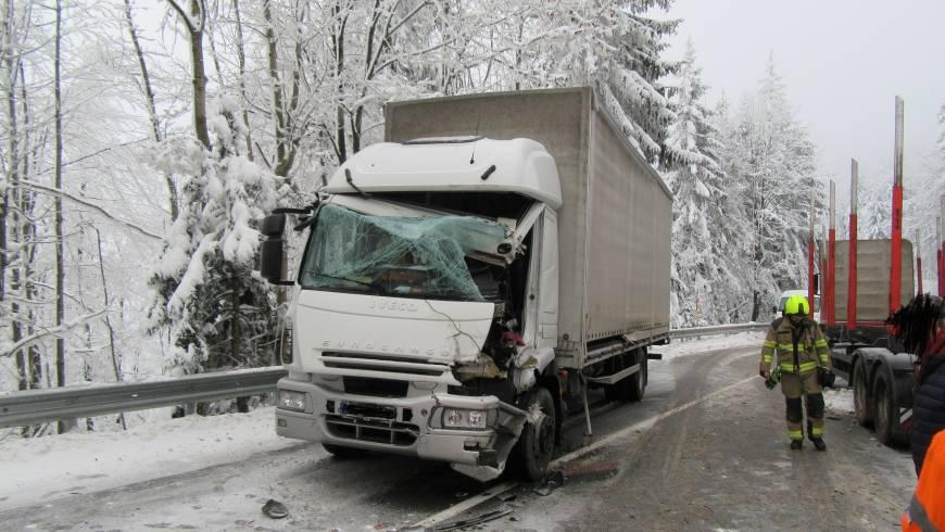 Prometna nesreča dveh tovornih vozil na regionalni cesti Col-Črni Vrh!