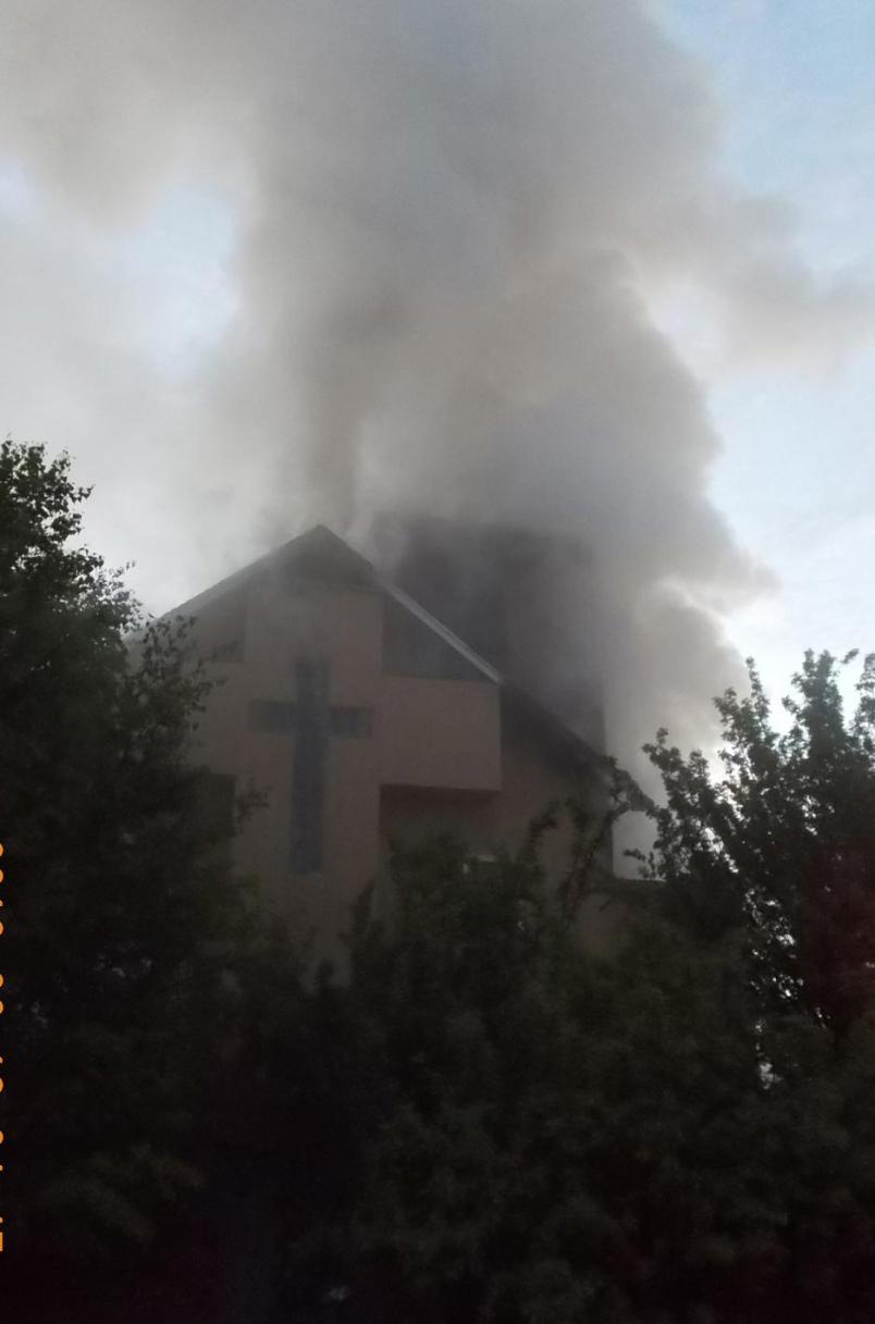 Dim za cerkvijo v Šturjah!
