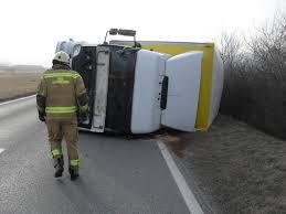 Burja prevrnila tovornjak!