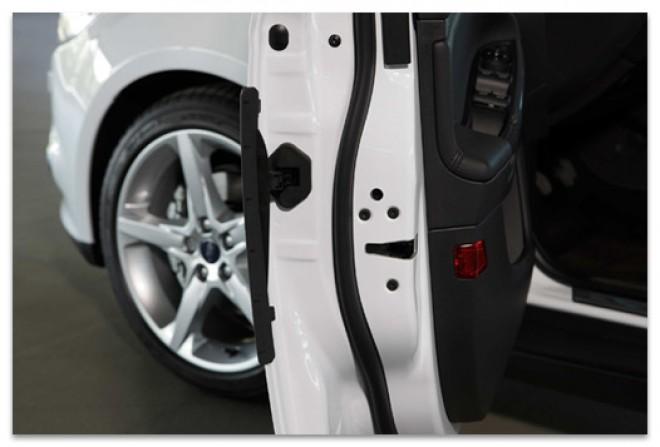 Odpiranje vrat osebnega vozila