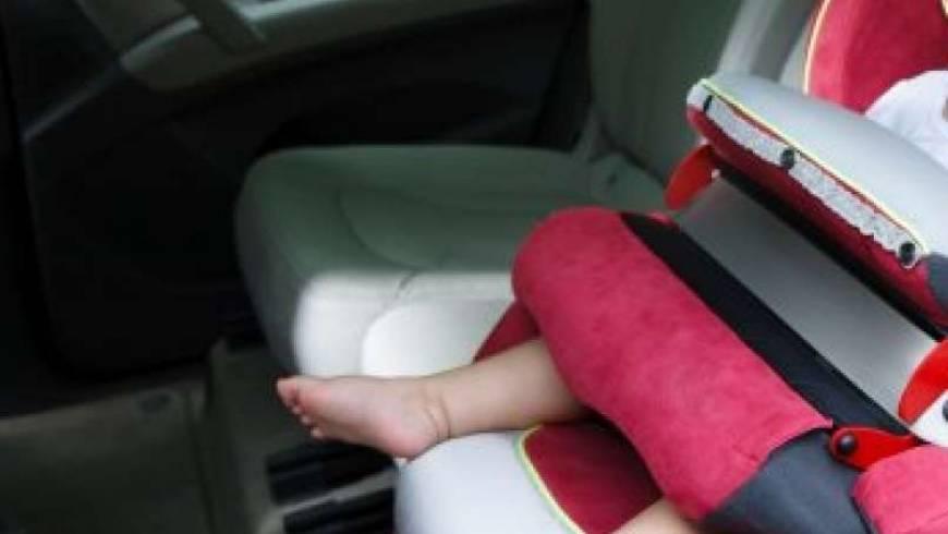 Otrok v zaklenjenem vozilu!