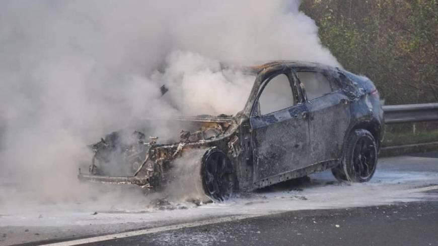 Zagorelo osebno vozilo v Batujah!