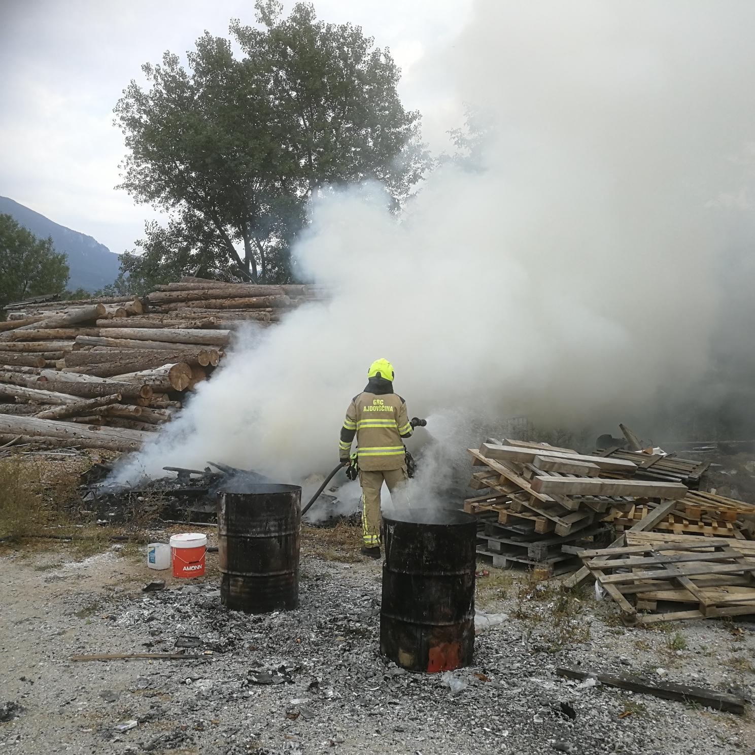 Zagorelo v industrijski coni Lipa