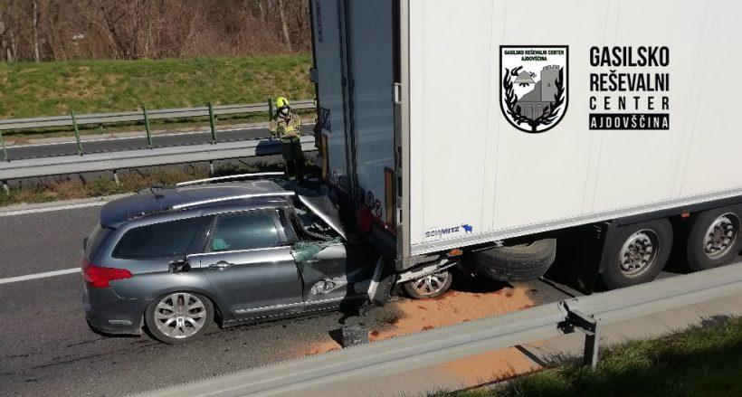 Prometna nesreča na hitri cesti